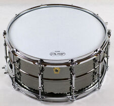 """Ludwig LB417KT Black Beauty Snare 14""""x6,5"""", Hammered Brass Shell mit Tube Lugs"""