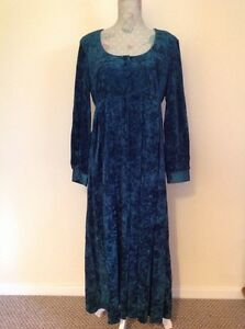 Beautiful Vintage 70s Goth Style Dress size 14
