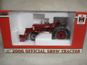 """IH Farmall Model 350 Toy Tactor with #33 Loader """"2003 Pork Expo"""" 1/16 Scale, NIB"""