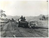 INDOCHINE  BLINDE  Opération Mouette Les blindés se dirigeant vers Yen Lao, opér
