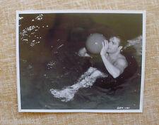 MARLON BRANDO in The Men, Marlon Brando in the water, 8x10 STILL, SEK-101