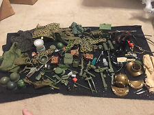 VINTAGE 12 INCH GI JOE ACCESSOIRES WEAPONS CLOTHES HASBRO LARGE LOT STONEY SMITH