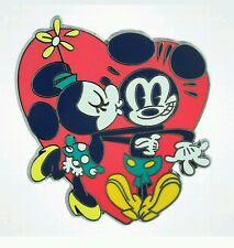 Disney Parks DLR 2014 Retro Minnie kissing Mickey Mouse Pin New
