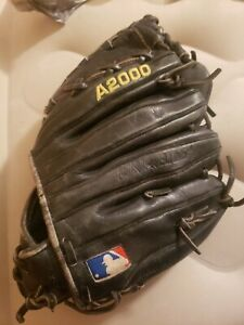 Wilson A2000 left handed dual welting glove