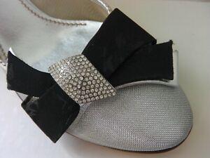Casadei Silver Crystal Bow Mesh Leather Slingback Shoes US 8.5. EU 38.5. UK 5.5.