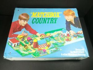 Matchbox Playset - COUNTRY - vintage 1972 vinyl case