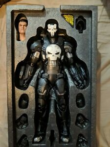 Hot Toys VGM33D28 Marvel Future Fight The Punisher (War Machine Armor Version)