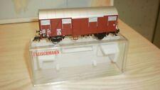 wagon couvert à porte coulissante et feux de fin de convoi DB Fleischmann HO