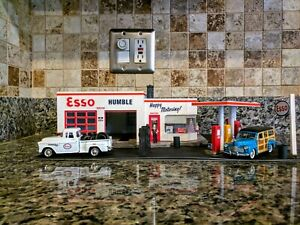 1998 WALTHERS ESSO GAS STATION WITH EXTRAS  O SCALE  PRE-OWNED FOR LAYOUTS