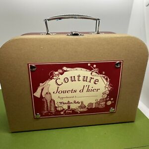 Moulin Roty Sewing Kit Set Couture Jouets d'heir Yarn Needles Instruction EUC