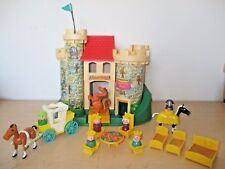 VINTAGE 1974 FISHER PRICE PLAY FAMILY CASTLE #993. COMPLETE SET