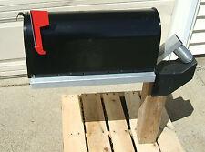 Swinging mailbox mount - snow plow proof