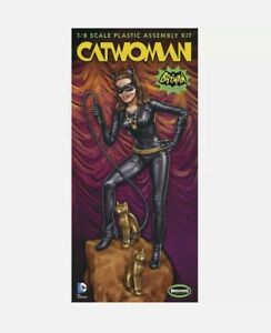 Moebius 952 1966 Batman TV Show CATWOMAN figure diorama model kit 1/8