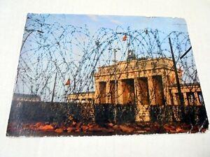 VINTAGE PPC: BERLIN~BRANDENBURGER TOR BEHIND BARBED WIRE~1972~KUNST UND BILD