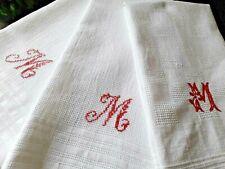 N09/ 3 Anciennes serviettes de toilette brodées à franges nid d'abeille monog M