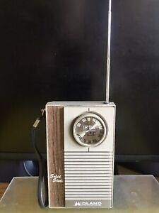 MIDLAND AM/FM SOLID STATE 9VOLT PORTABLE RADIO MADE IN KOREA WORKS GOOD