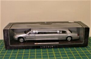 Superior Lincoln Limousine (2003) 1:24 Silver Official Licensed Product Ford