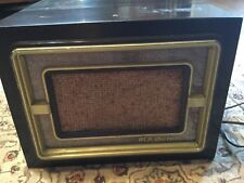 VINTAGE RCA VICTOR 45-EY-3 RECORD PLAYER, BAKELITE, LOOKS AND WORKS GREAT.