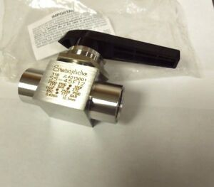 "SWAGELOK SS-45F12  3/4"" BALL VALVE FNPT CONNECTION 2500 PSI 316SS   <SS-45F12"