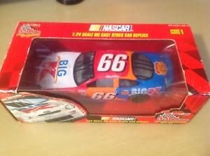1999 Racing Champions # 66 Darrell Waltrip Big K Mart 1:24 Scale Ford Taurus