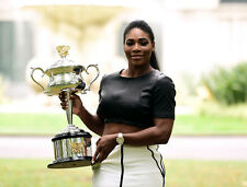 Serena Williams UNSIGNED photo - B272 - Tennis Superstar