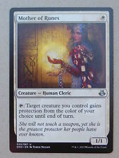 XXX 1x Mother of Runes inglese Elspeth vs. Kiora (Human Cleric White) NM/MINT