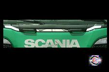 con DRL. Griglia anteriore in acciaio inox lucidato a specchio decorazione V8 per Scania S 2016