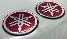 2x Yamaha Roundal Logo 3D gewölbte Aufkleber. Silber Rot. Größe 50mm