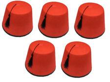 Cappelli e copricapi rossi in feltro per carnevale e teatro dalla Cina