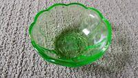 """4 Vintage 4.5"""" Green Federal Depression Vaseline Uranium Glass Scalloped Bowl"""