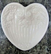 SARA ST CLAIRE WHITE ROSES FLORAL CERAMIC HEART SHAPED JEWELRY DISH NEW IN BOX