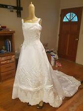 Mori Lee size 12 inch strap satin white weddinf dress beaded