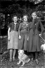 Portrait 3 femmes + chiens forêt ancien négatif photo verre an. 1940
