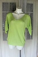 SIZE M SUSSAN LIME GREEN LINEN KNIT TOP BLOUSE VNECK SHORT SLEEVE BUTTON SIDE 🐚