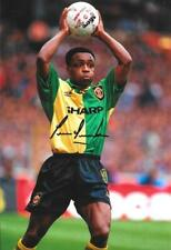 Superbe Paul Parker Signé Manchester United 12 x 8 in (environ 20.32 cm) Vert & Jaune Kit