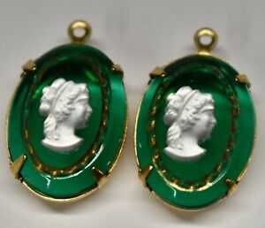 VINTAGE EMERALD GREEN  GLASS CAMEO PENDANTS BRASS • 18 X 13MM • R and R