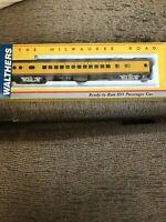 Walthers The Milwaukee Road Hiawatha, 52 Seat Coach, Union Pacific Railroad Mint