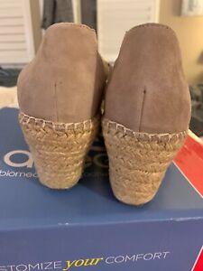 NIB Abeo neutral Dee shoe/sandal in color Sand size 7