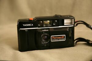 Yashica Kyocera Partner AF Automatic Focusing 35mm Film Camera with Case Tested
