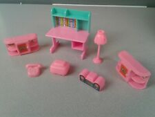 7 pieces of pink plastic bedroom dollhouse furniture