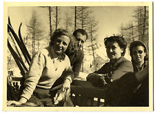 Skieurs ski groupe homme femmes hiver - photo ancienne an. 1950