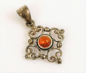 VINTAGE BEAUTIFUL STERLING SILVER DAINTY BALTIC AMBER PENDANT FOR NECKLACE