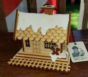 GINGER COTTAGES ALL ABOARD TRAIN DEPOT CHRISTMAS ORNAMENT MADE IN USA GC105