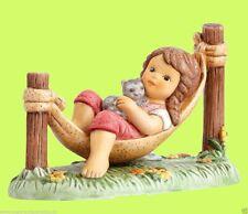 Goebel Nina & Marco Porzellanfigur Figur -  Kuschelpause mit Mia auf Hängematte