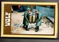 WOLF HORNET MODELS WSH 38 - GERMAN SOLDIERS WW2 CARRYING HEAVY BUNDLE 1/35 RESIN