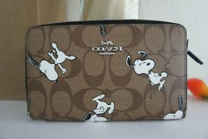 NWT Coach C4123 Limited Edition Peanuts Medium Id Zip Wallet with Snoopy Print