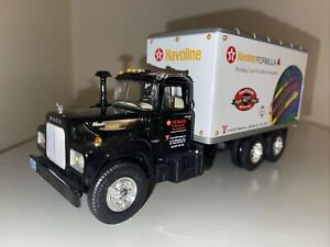 First Gear Mack R-600 Straight Truck Dry Goods Yocum Oil Texaco Havoline 18-2494