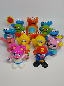 Hasbro Lot of (15) Sesame Street Workshop Figures Cookie Telly Elmo Oscar Rosita