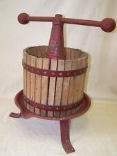 Talla antiguo Prensa de vino Prensa de frutas Exprimidor, Remul Modelo 1921