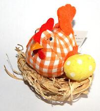 """Osterdeko """"Henne"""" (orange-kariert) mit Strohnest / Gesamthöhe circa 7 cm"""